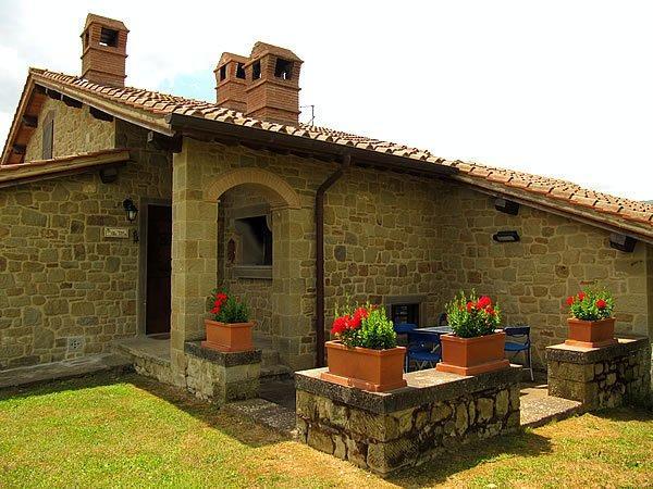 villa mit pool in der toskana tita. Black Bedroom Furniture Sets. Home Design Ideas